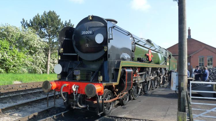 Rail enthusiasts' swinging '60s event marks end of southern steam with world first