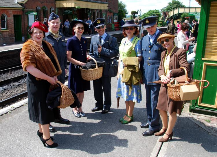 Watercress Line to treat grandparents to 1940s revival at spirit of the Blitz railway weekend